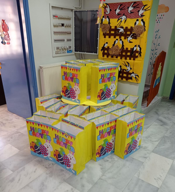 Ευχές, δώρα και πασχαλινές λιχουδιές προσφέρουν στους μαθητές τους οι Παιδικοί Σταθμοί Ζεφυρίου